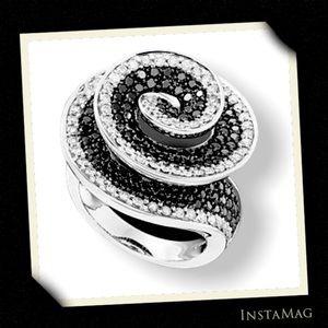 MACYS Black & White Diamonds 14KT Gold Spiral Ring
